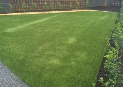 synthetic turf - timber edging