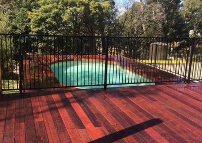 decking-pool-fence-min-400x284